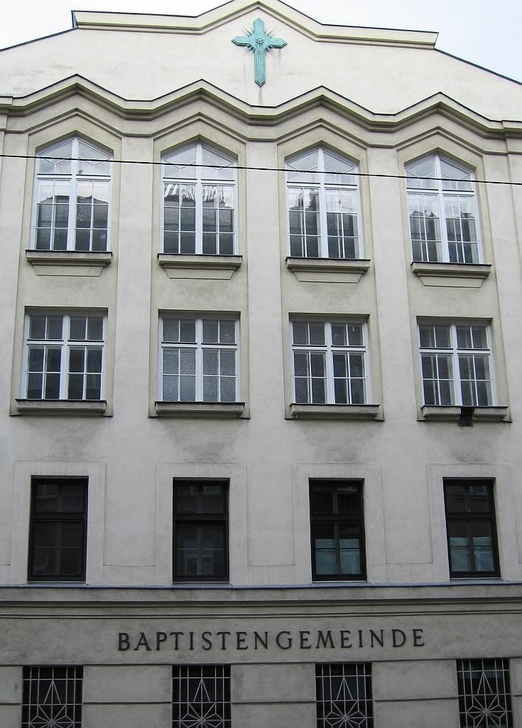 Moga-Häuserfront-Bildinhaberin-Ellen-Wittenberg